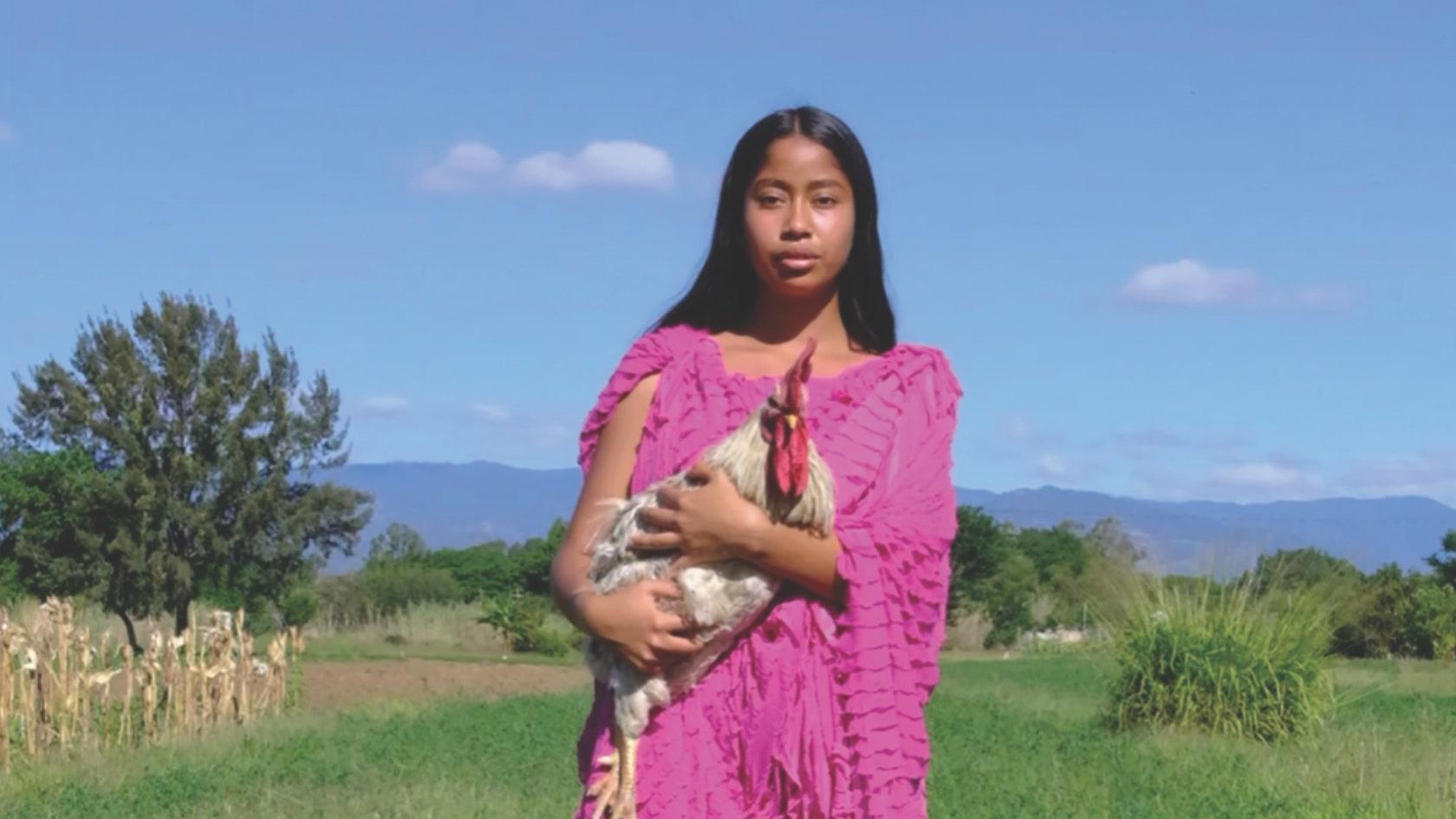 Conoce a Karen Vega: La primera modelo oaxaqueña de Vogue Mexico